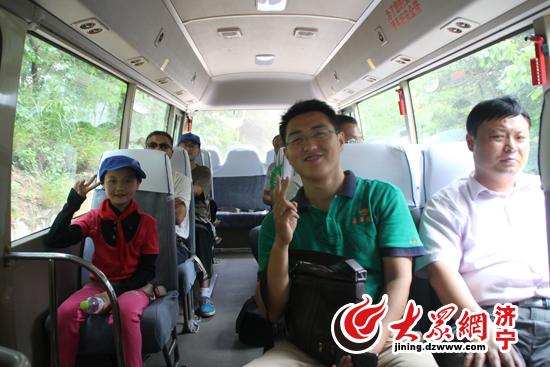 济南嘉华国旅爱心日记 带山里孩子图片 高清图片