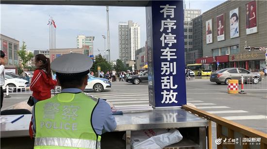 """现场教育点持续""""软""""警告 济宁城区交通秩序明显改观"""