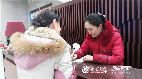 """新春走基层丨日行一万五千步 曲阜东站微善服务队的""""忙年"""""""