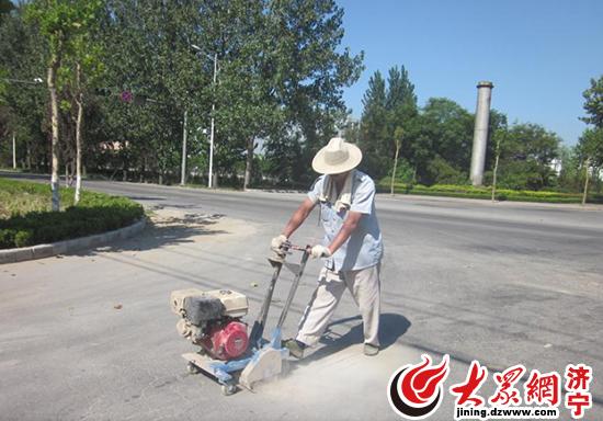 对泗水县规划区内的城市道路进行灌缝维修-泗水县住建局秋季维修道