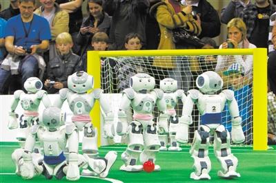 """4月1日,德国马格德堡,德国布莱梅大学的""""b-人类""""机器人"""