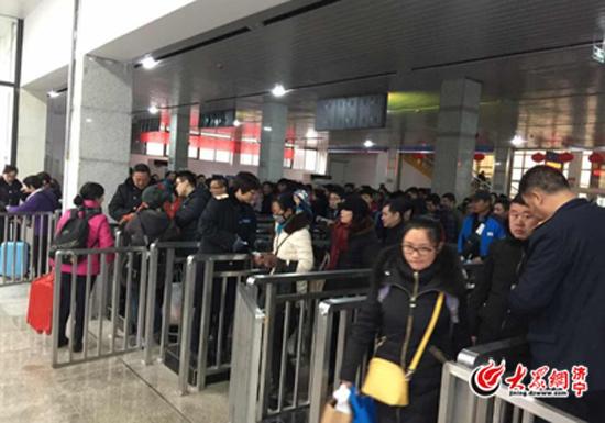 济宁火车站今日迎节后客流最高峰